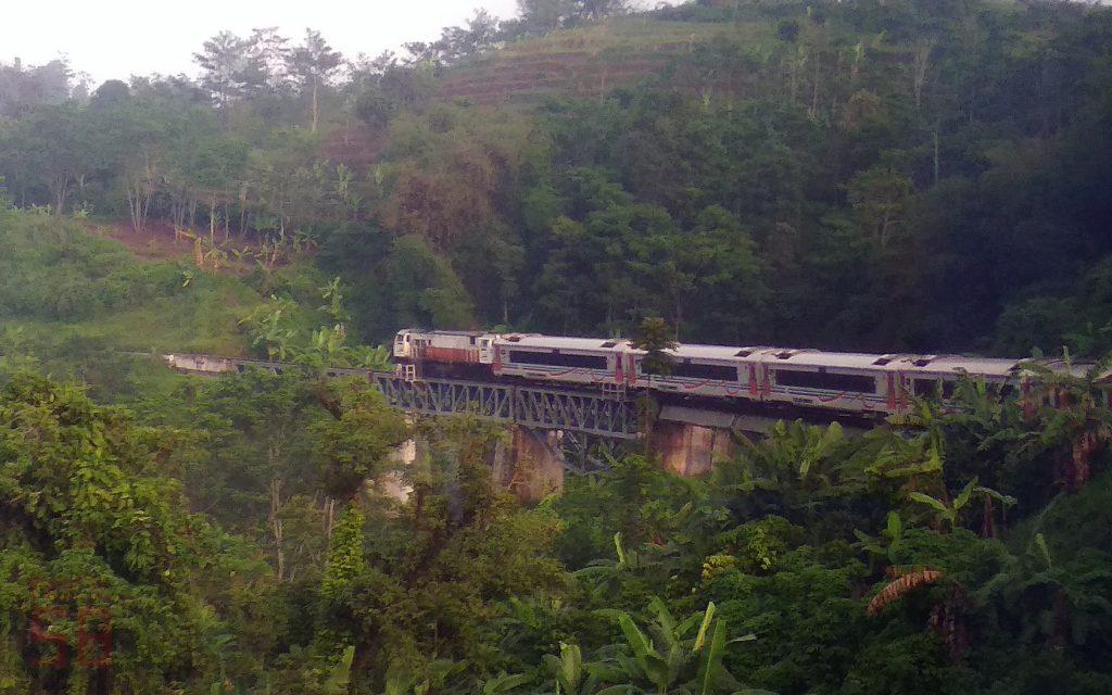 kereta kerja anjlok