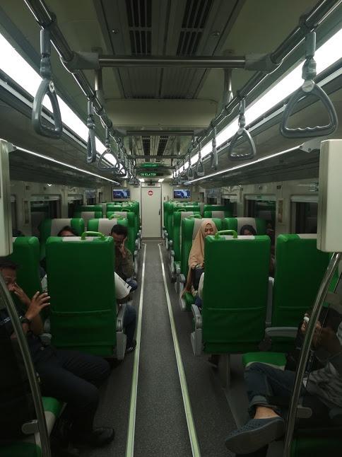 Interior KRDE ME 204 pada Kereta TeC │ Sumber : Ikko Haidar Farozy