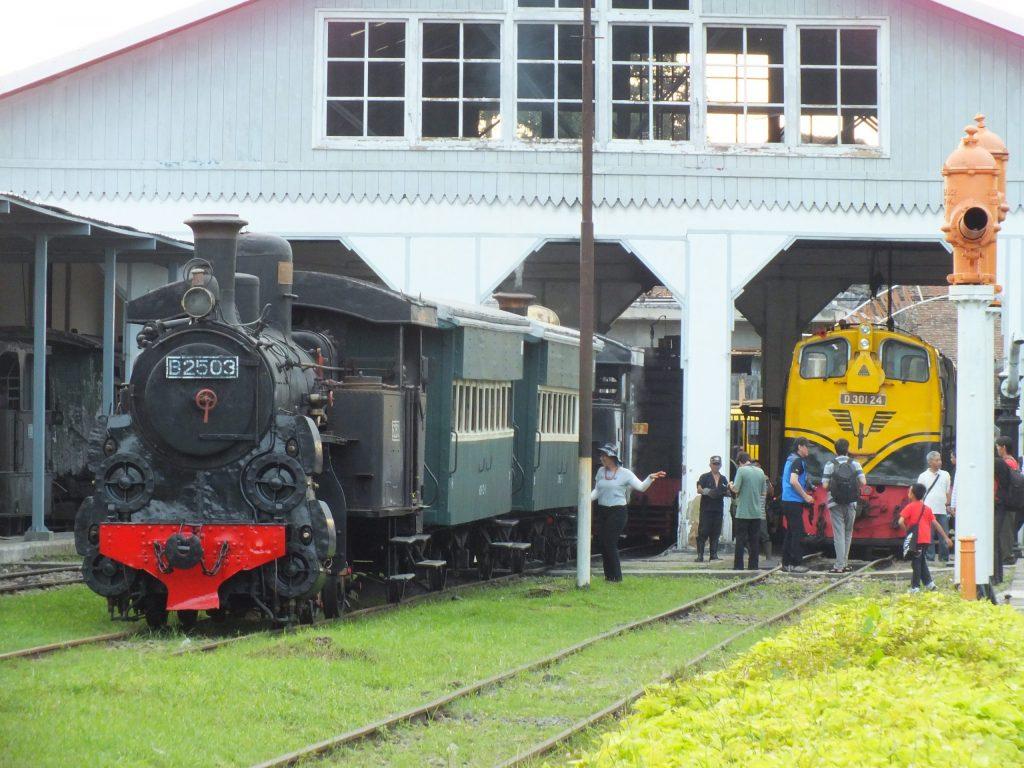 lokomotif uap aktif