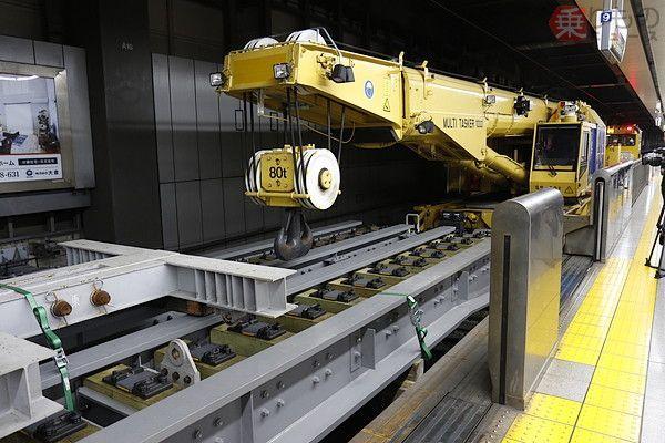Kirow Multi Tasker KRC1000 Membawa Struktur Jembatan Untuk Memodel Ulang Jalur Shinkansen di Stasiun Shinagawa | Sumber: りものニュース