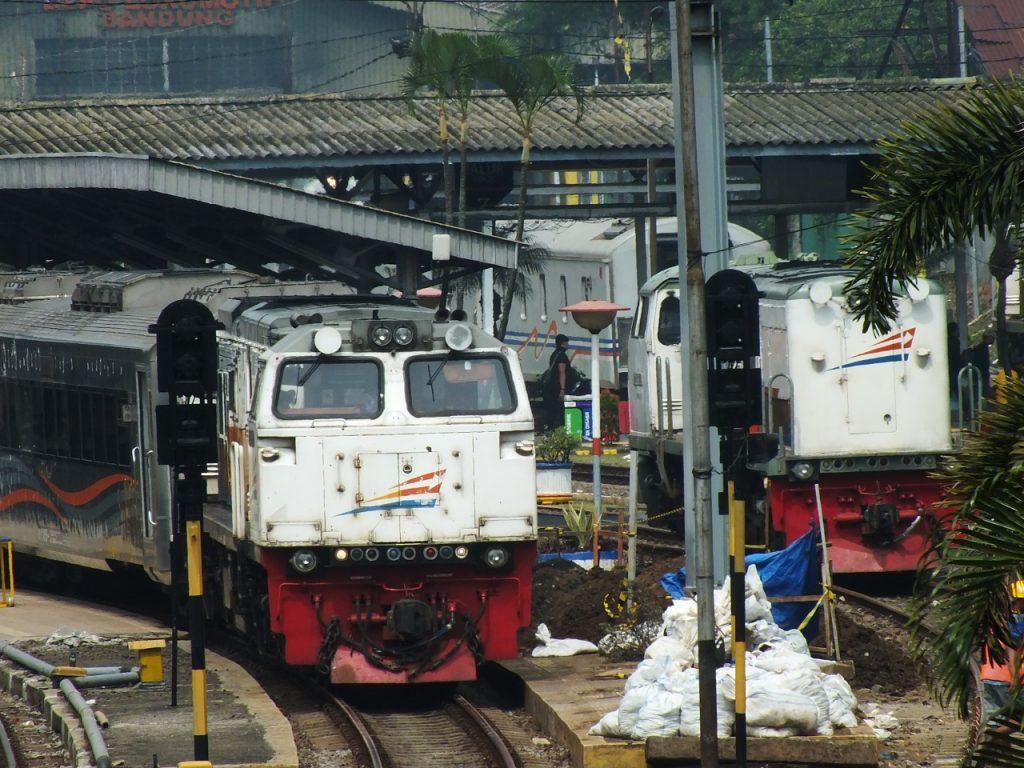 Illustrasi kereta api jarak jauh