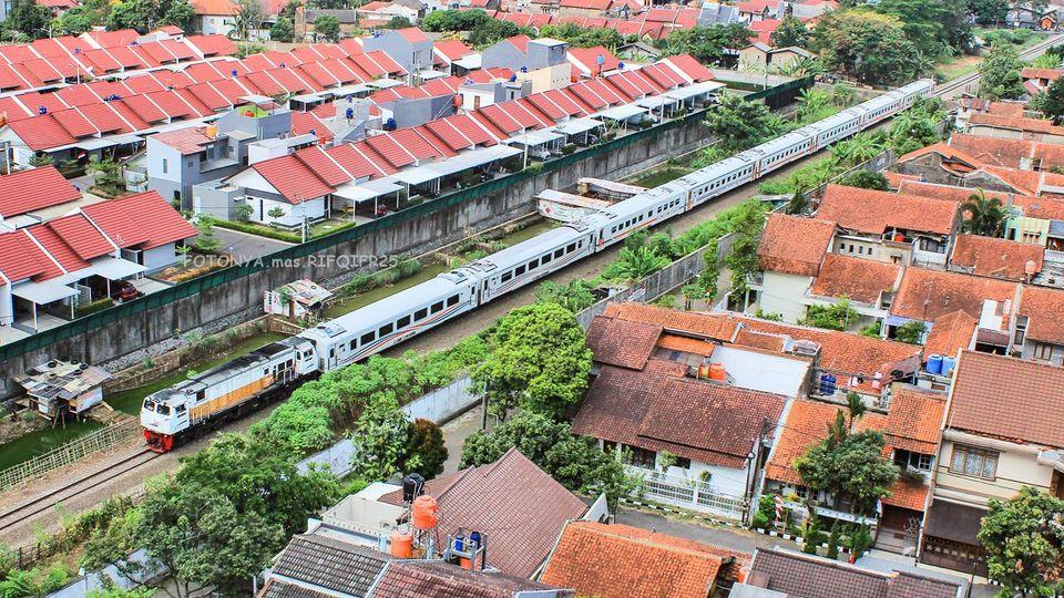 Rangkaian KA Bogowonto saat diujicoba untuk peningkatan kecepatan di lintas Tasikmalaya-Kroya