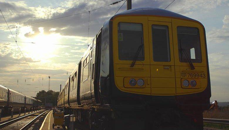 Rangkaian Class 769 Flex diesel-elektrik trimode yang diterima oleh Great Western Railway