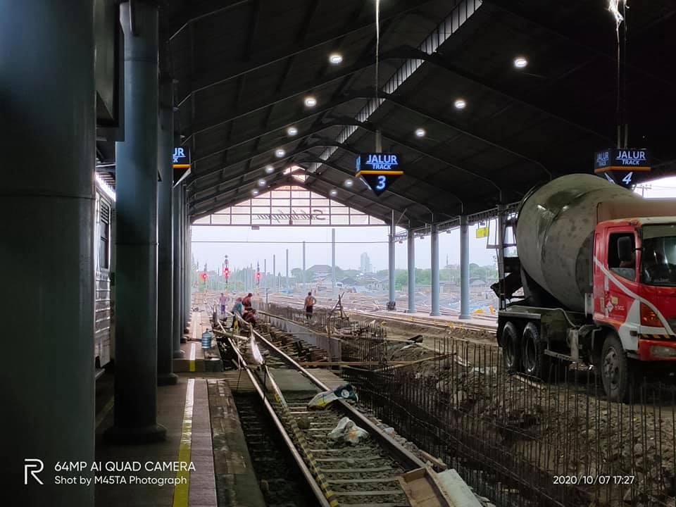 Proyek peninggian peron di lokasi jalur 3 dulunya berada   Foto: Somasta Kharisma Jati