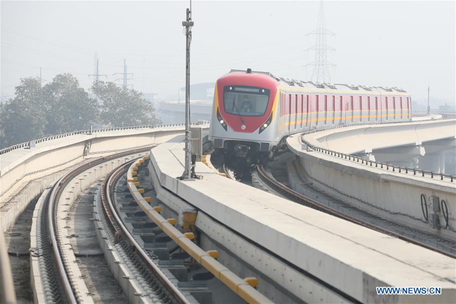 Lahore Metro Jalur Oranye yang resmi beroperasi pada Minggu kemarin | Foto: Xinhua