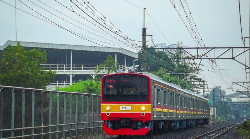 Rangkaian eks KeYo M22 (SLO32) di bilangan Pondok Cina