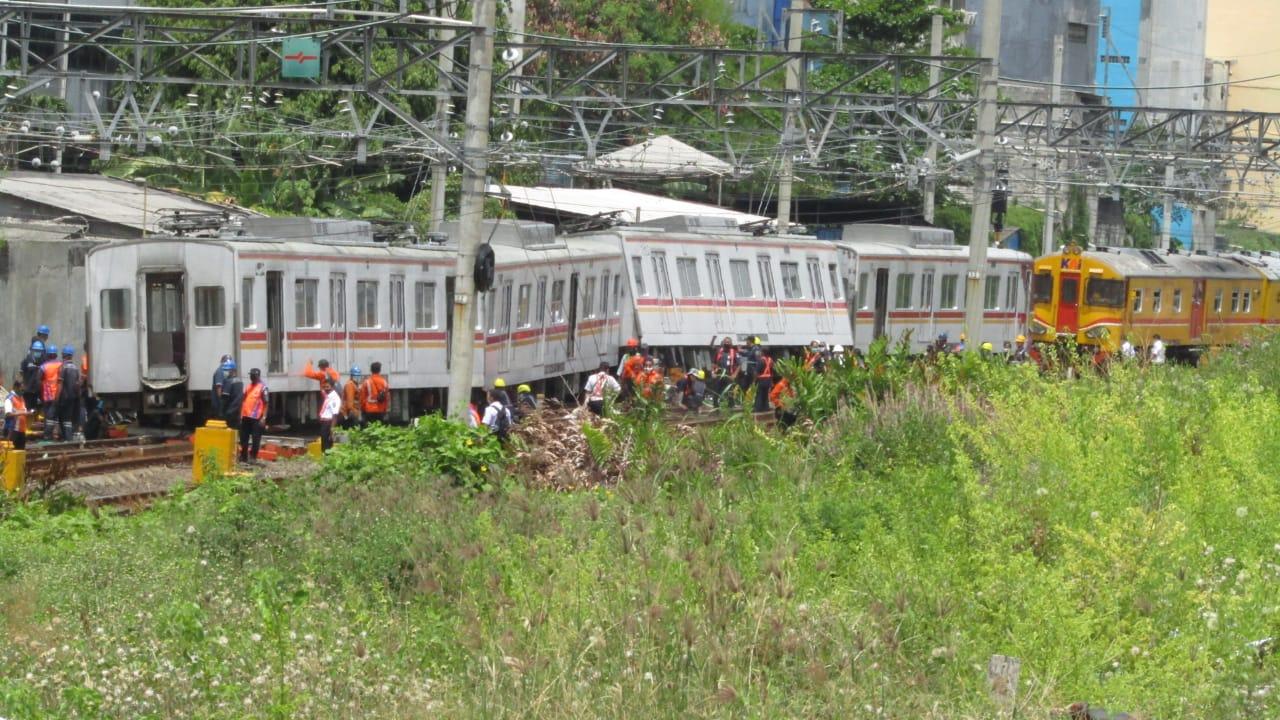 kereta 6130 anjlok