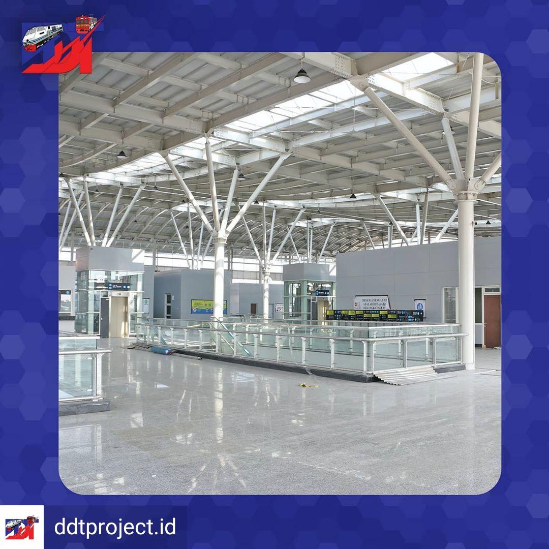 Interior bangunan baru Stasiun Jatinegara