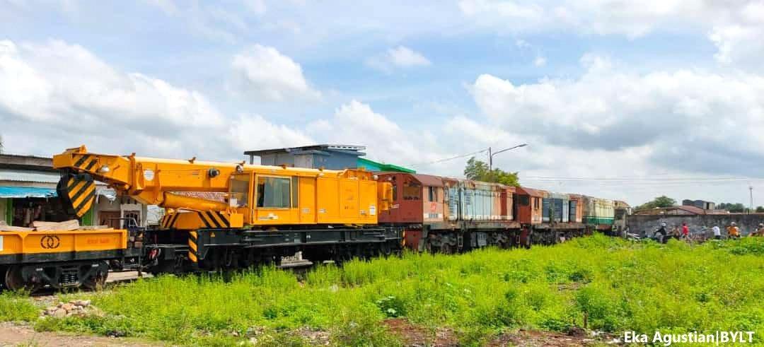 Crane Kumbokarno dan lokomotif BB202