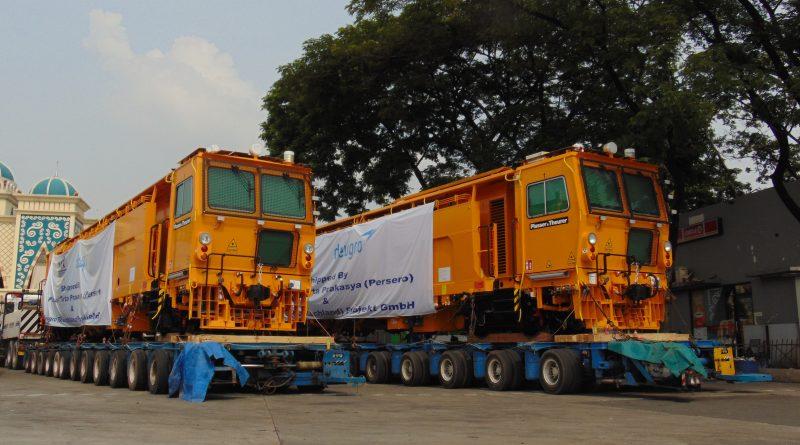 Pengiriman Dua Unit Plasser & Theurer Unimat 08-275/3S Menuju Balai Yasa Mekaik Cirebon   Sumber: Muhammad Fauzi