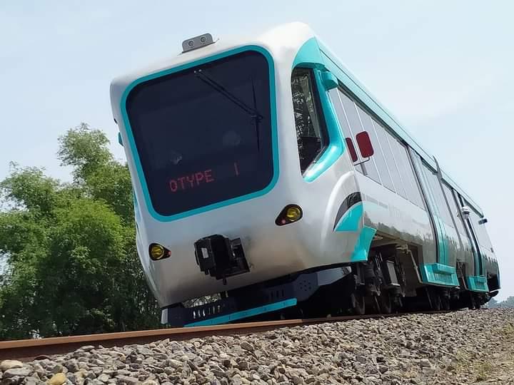 Rangkaian purwarupa trem baterai INKA yang menjalani uji dinamis dengan rute Madiun - Babadan   Foto: <em>Rori Esa VR</em>