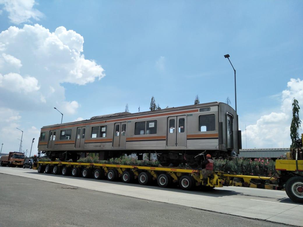 unit krl seri 205 dibawa ke stasiun pasoso