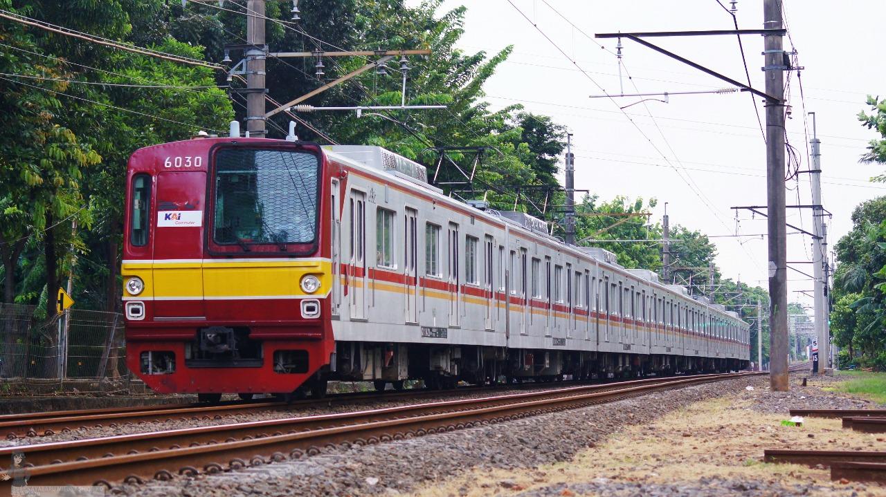 KRL 6130F dengan stamformasi 8 kereta