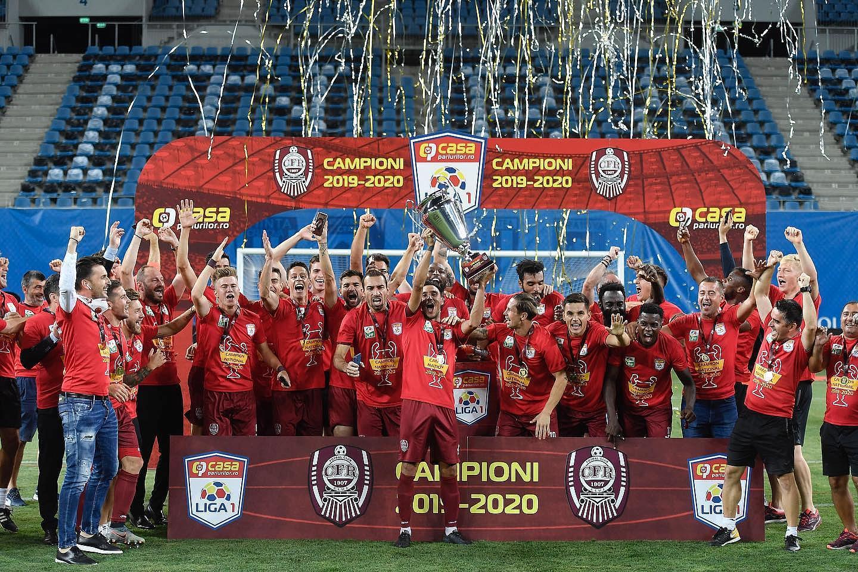 CFR Cluj saat memenangkan Liga 1 Rumania, Agustus 2020 | Foto: Romania Insider