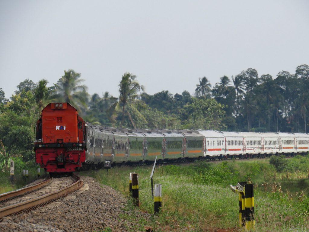 KLB TNI AD setelah penambahan lokomotif CC 202 86 12 di Rejosari | Foto: Adetya Dwi L