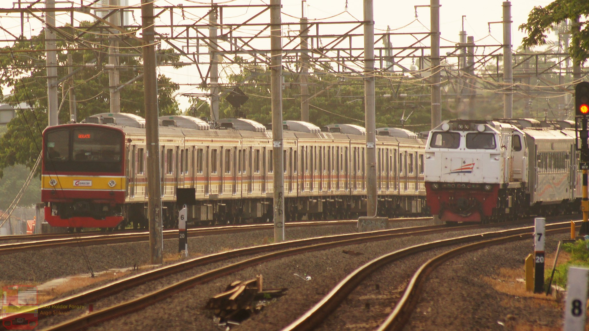 KA Mutiara Selatan & KRL Commuter Line