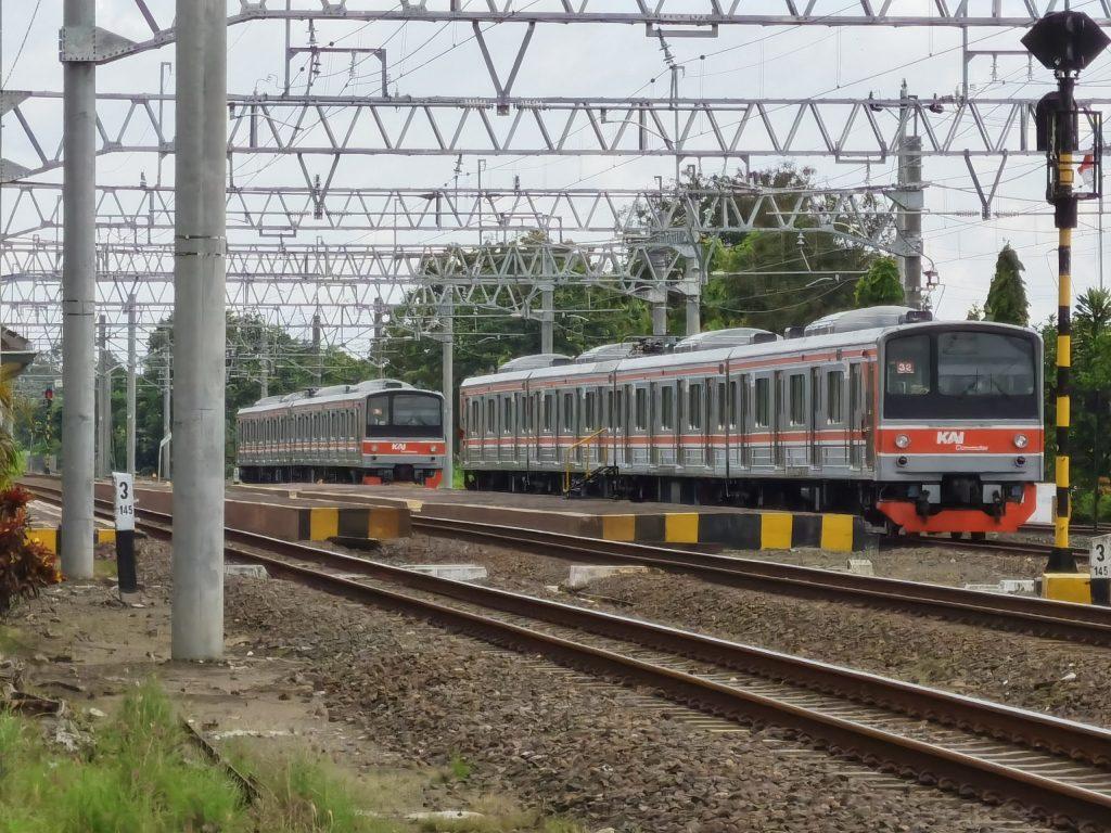 KRL Seri 205 di Stasiun Srowot