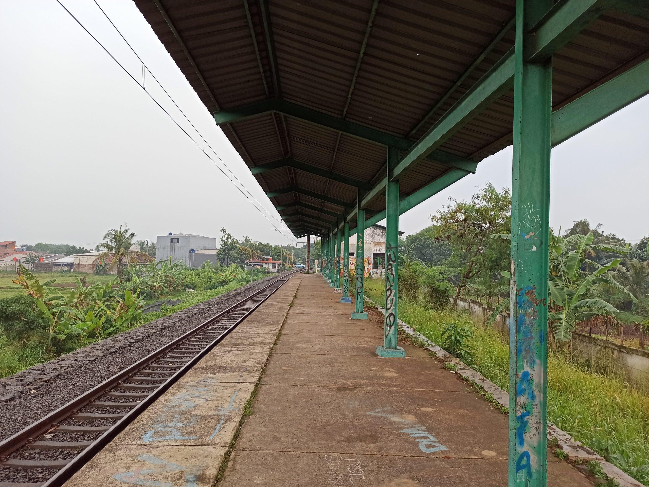 Peron Stasiun Pondok Rajeg menghadap timur