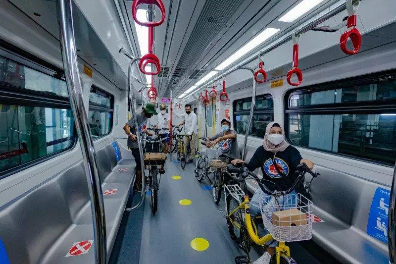 Sepeda nonlipat LRT Jakarta