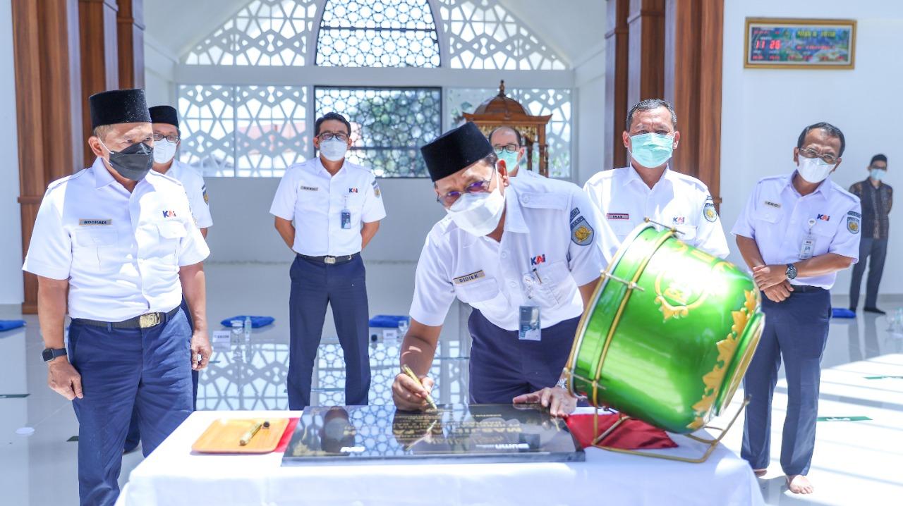 peresmian masjid Al Fattah Stasiun Cibatu
