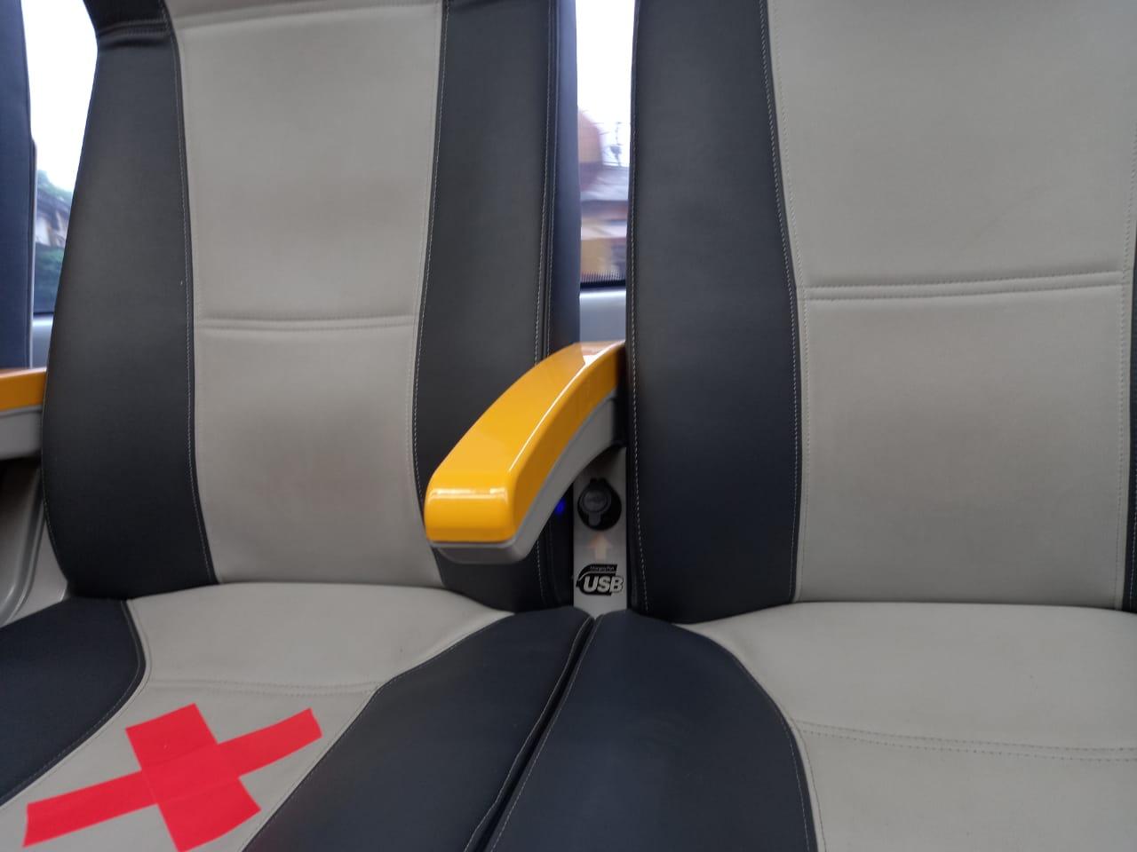 USB charger pada rangkaian KRL Premium