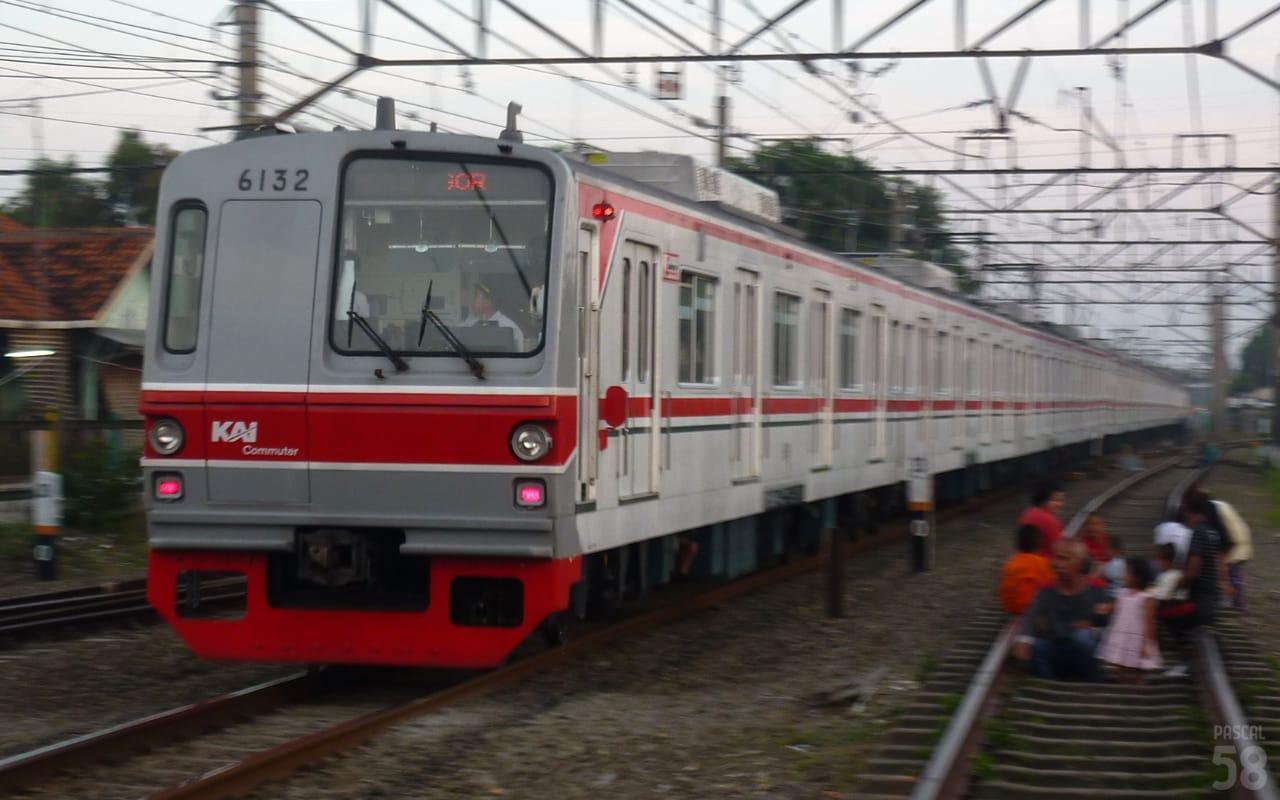 KRL seri 6000 6132F tanpa teralis