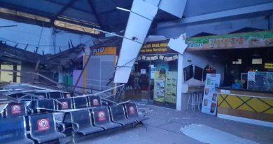 Plafon Stasiun Pasar Turi