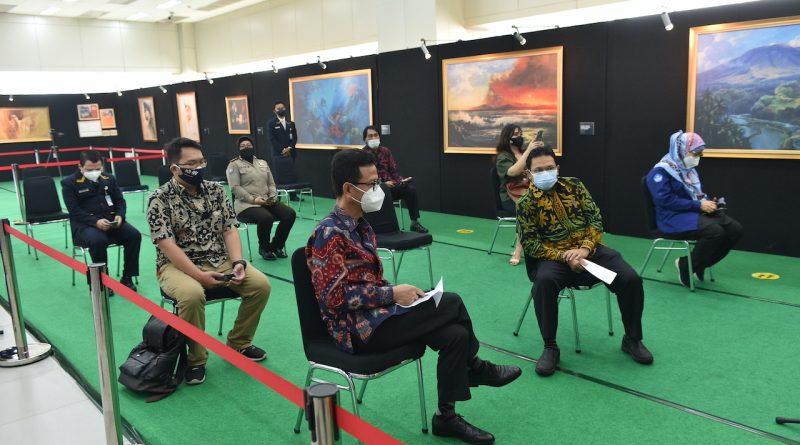 Pameran lukisan 13 tahun MRT Jakarta