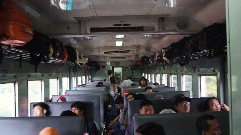 Interior kereta ekonomi lama
