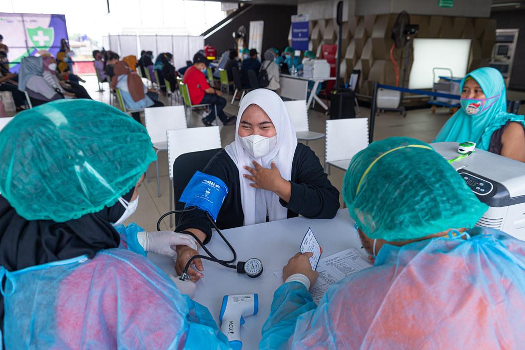 Vaksinasi MRT Jakarta