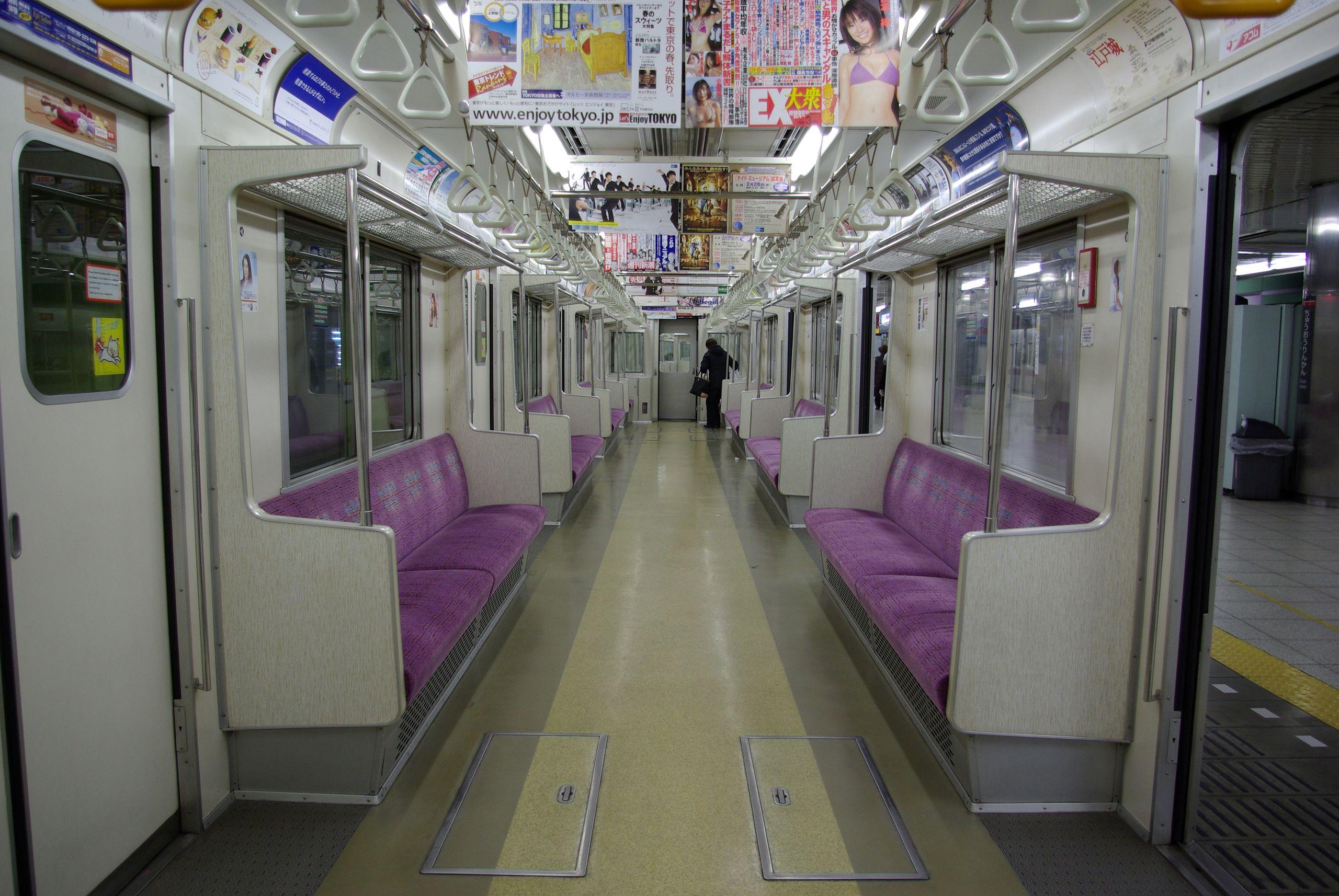 Interior asli KRL 8000