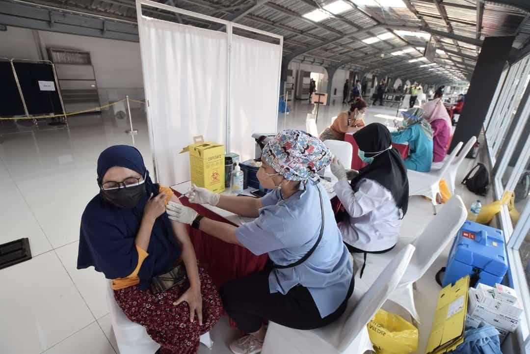 Vaksinasi di Stasiun Jakarta Kota