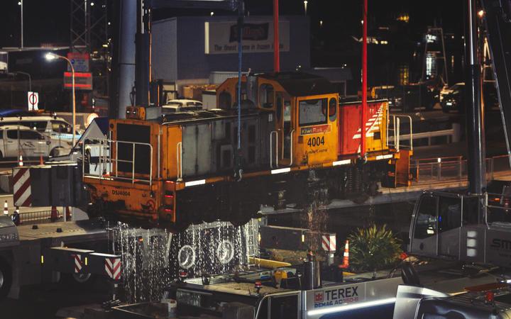 Lokomotif KiwiRail tercebur